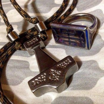 Mithril ring of Algiz and mithril mjolnir of Thor by Wolfie-83