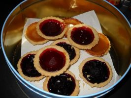 Jam tarts by Bisected8