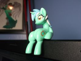 Lyra Laptop Sitter 4 by DeadHeartMare