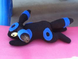 Shiny Umbreon Commisison by Ami-Plushies