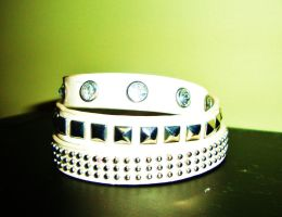 White wrap around bracelet by Laura-in-china