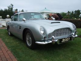 Aston-Martin DB5 by Aya-Wavedancer
