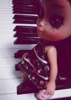 tiny piano player by hellohappycrafts