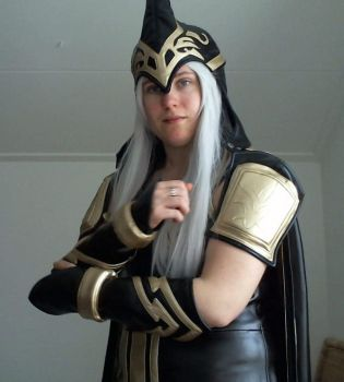 Ashe 2 no make up - Close up of the shoulder pads by LassyFenn