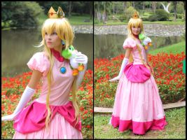 Peach and Yoshi - Super Mario Bros Cosplay by MishiroMirage