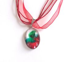 Christmas Melted Crayon Necklace by annjepsen