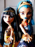 MH: Sisters by Mistralla