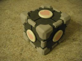 companion cube by aachi-chan