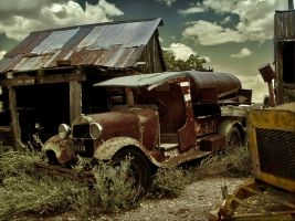 rusty old truck by Kyntio
