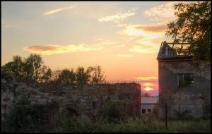 Sunset by a ruin by Pildik
