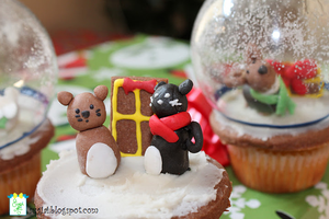 Winter Cats Cupcake by SugiAi