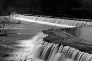 Claverton Weir in Black and White by clan-badger