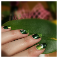 Nail Art: Green Flower by ginkgografix
