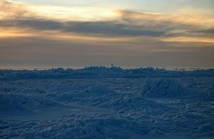 ice bits by LucieG-Stock