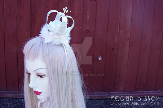 White Gothic Mini Crown by apatico