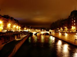 Sur les ponts de Paris by MilkyBerry
