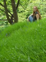 Bizzy and the grassy knole by kairanie