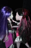 Draculaura and Spectra's love III by Kaayxcrazy
