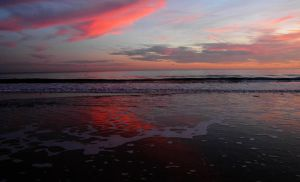Pink clouds over sea by dimebagsdarrell