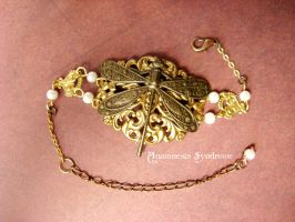 Neo victorian bracelet : Pearls and Dragonfly by Verope