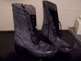 ARMY BOOTS STOCK 2 by Theshelfs