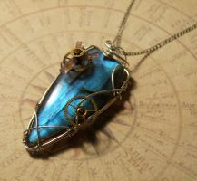 Pendant 'The time skipper' by clemcrea