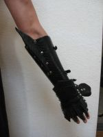 Leather gauntlet by NadrojWobrek