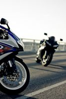 yamaha r1 vs gsxr 750 by Makavelie