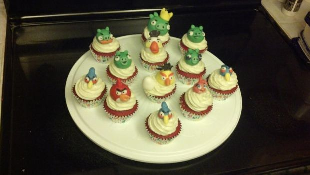 Angry Birds Cupcakes by willowdecree