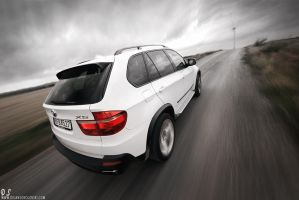 BMW X5 - climbing the hill - by dejz0r