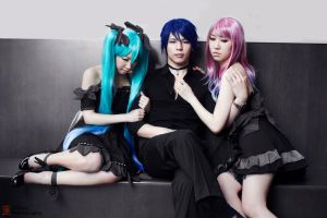 Vocaloid cos: Inevitable Triangle by xWish