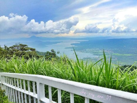 Taal View from Skyranch, Tagaytay by che09