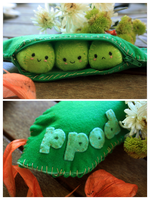Plushie Peas in a Pod by Queroli