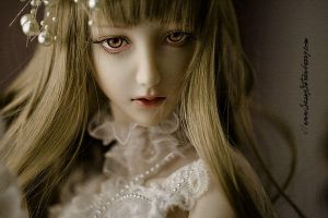 hauntingly lovely by sassystrawberry