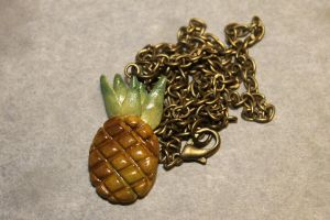 Pineapple necklace by Guvy