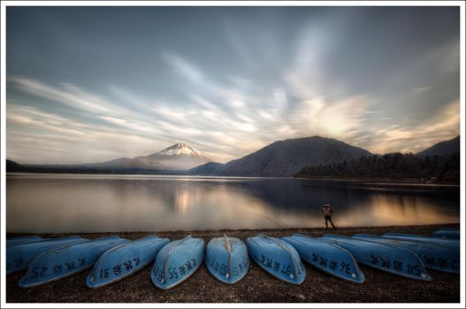 Motosu's Lake Mt Fuji-san by Graphylight