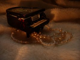 OLD LITTLE PIANO by pattsy