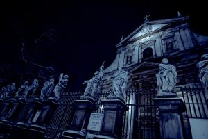 At night they speak to the sky by helvetephoto