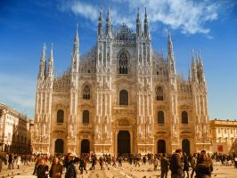 People in front of the Duomo by Roji-Hachi