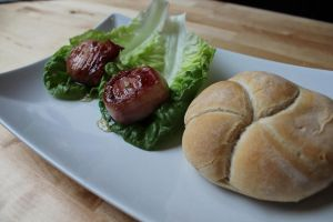 Bacon wrapped goat cheese with honey and rosemary by Atozy