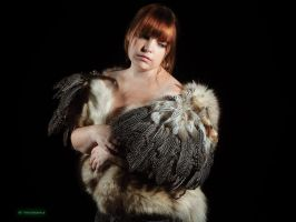 Feather girl by Erydrin