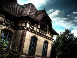 Housewall by damagefilter