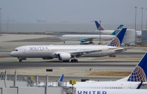 United Airlines Boeing 787-9 by AnthonyC12