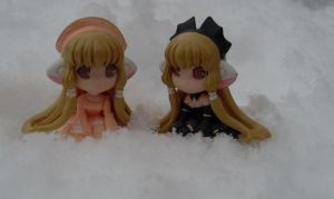 Mini Chiis in snow by Mako-chan89