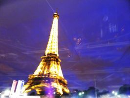 eiffel tower at night. I by starrynikki32