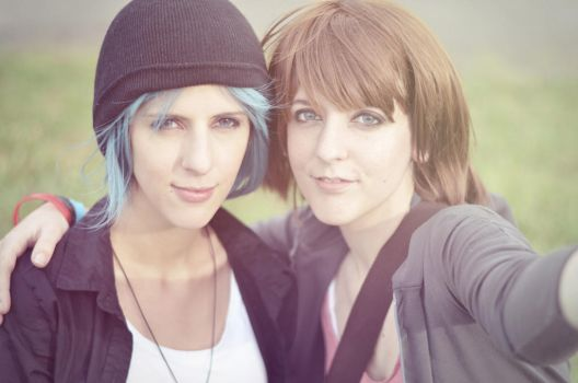 Chloe and Max Selfie by CardCaptorSelene