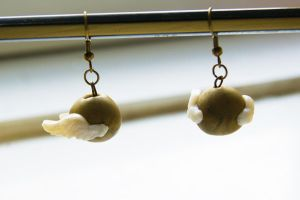 Harry Potter Snitch Earrings by ButtonxMushroom