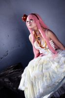 Megurine Luka - waiting by AreiaMinaya