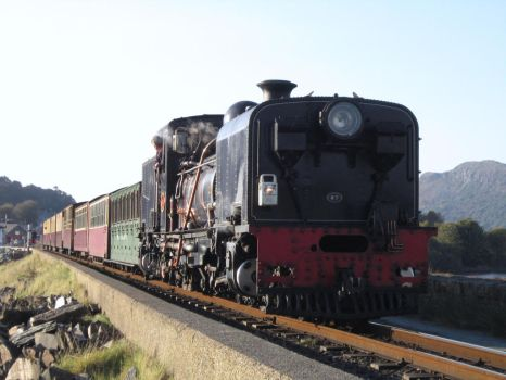 Welsh Highland Garratt NGG16 87 at Porthmadog by DaveOnTheRails