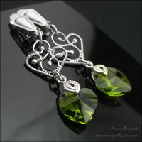 GREEN TEA - wire wrapped clips by AnnaMroczek